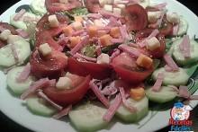 Recetas Fáciles de ensalada de pepino, Tomate, bacon, queso