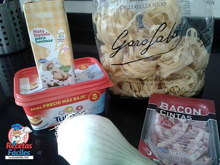 Recetas Fáciles de Tagliatelle o Tallarines con Nata y Bacon