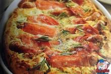 Recetas Fáciles de Pastel de Salchichas con Beicon, Salsa de Tomate y Pimientos