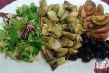 Recetas Fáciles Ensalada de Alcachofas, Tomates, Lechugas y Aceitunas Negras