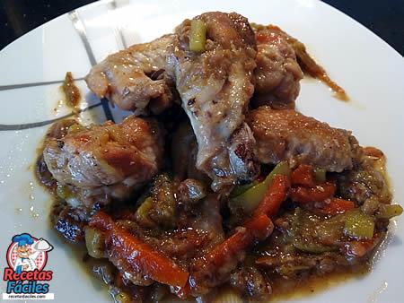 Recetas Fáciles de Alitas de Pollo con Calabacin, Zanahoria y Cebolla