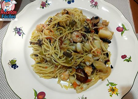 Recetas Fáciles de Espaguetis con gambas, sepia y verduras