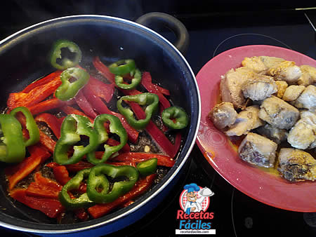 Receta Fácil de Bonito con pimientos en salsa de tomate