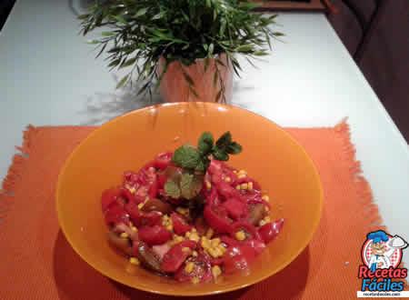 Ensalada de Tomate con Maiz Dulce