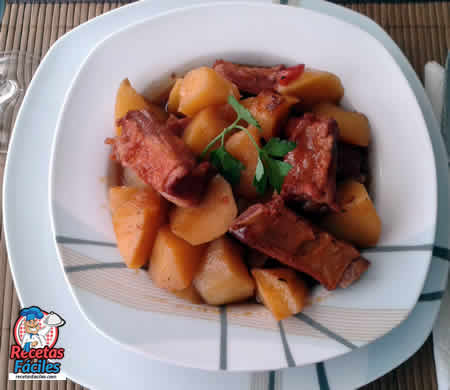Patatas guisadas con costillas