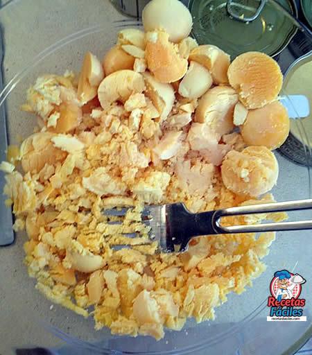 Recetas Fáciles de Huevos Rellenos de Bonito en Escabeche