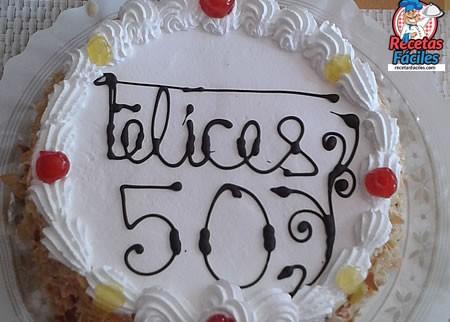 Recetas Fáciles de Tarta de Bizcocho con Nata y Almendras