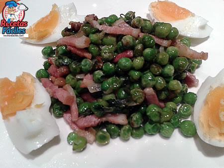 Recetas Fáciles de Guisantes con Bacón, Huevo Duro y Vino