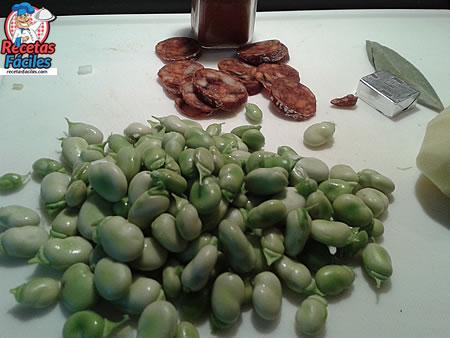 Recetas Fáciles de Guiso de Habas Frescas con chorizo y patatas
