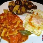 Recetas Fáciles de Calamares en Salsa con huevo, patatas y cebolla morada