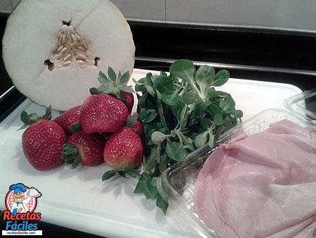 Recetas Fáciles Ensalada de Frutas de Melón, Fresas con Jamón Dulce