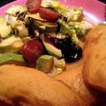 Recetas Fáciles de Merluza Rebozada con Aguacate y Tomates