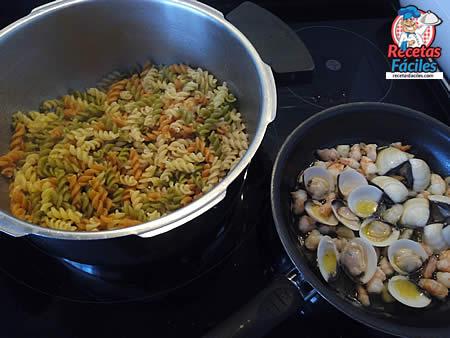 Recetas Fáciles de Hélices Vegetales con Gambas y Almejas