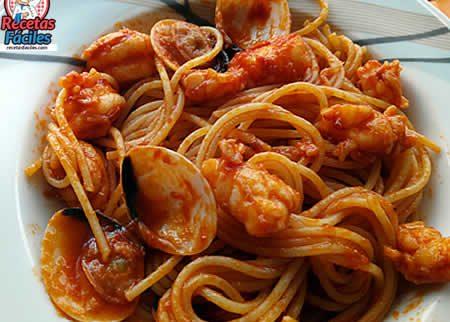 Recetas Fáciles Espaguetis Marineros con gambas y almejas
