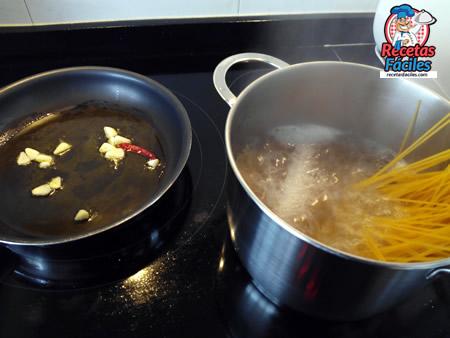 Recetas Fáciles Espaguetis Marineros con gambas y almeja
