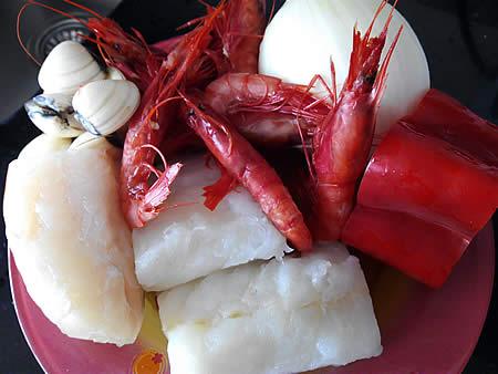 Recetas Fáciles Lomos de Bacalao con Gambas Rojas y Almejas