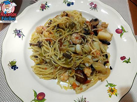 Recetas Faciles De Espaguetis Con Gambas Sepia Y Verduras Recetas Faciles