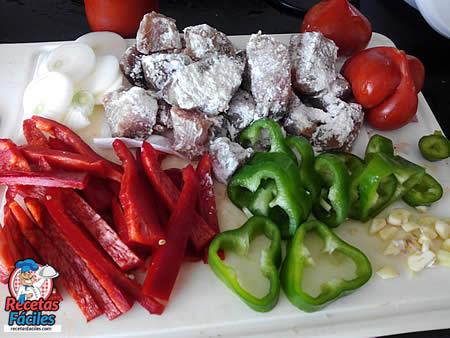 Ingredientes para Bonito con tomate