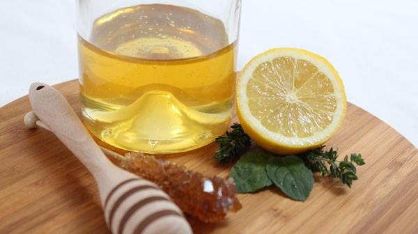 Zumo de limón y miel, un aliado para nuestra salud