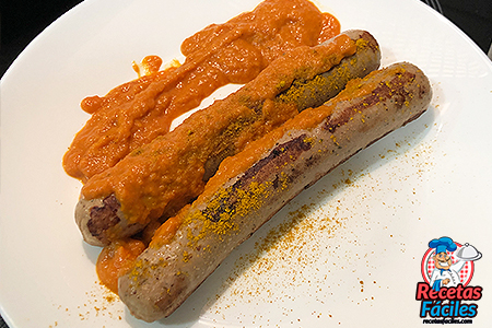 sanchichas bratwurst con curry