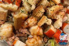 ensalada de mar con croutons