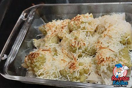 Romanescu gratinado con queso
