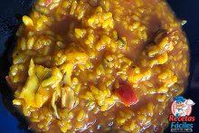 arroz caldoso en el plato