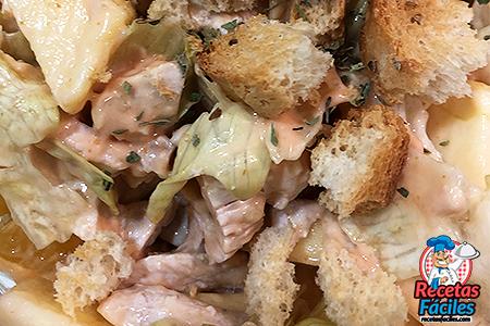 ensalada de pollo con salsa cokctail