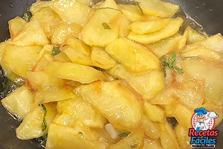 patatas fritas al ajillo ñam