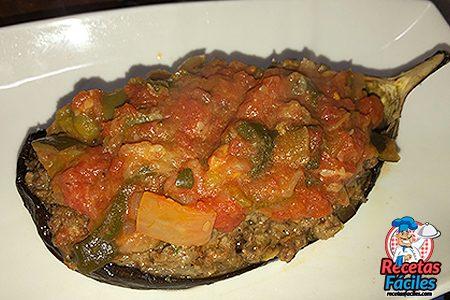 berenjena rellena de carne picada y verdura