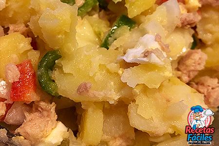 ensalada de patatas y atún