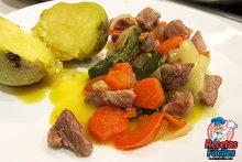 ragout de pavo con verduras y patata asada