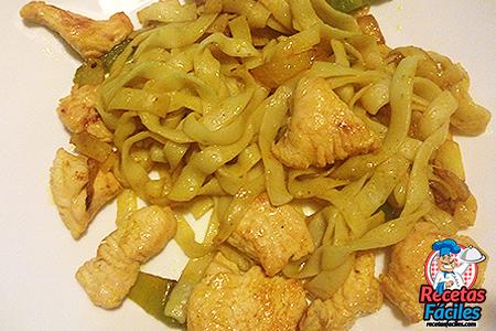 fettucine con pollo salteado
